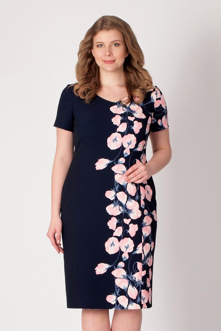 0b946874d69 Платье футляр на подкладке с V образным вырезом горловины. Сзади потайная  застежка молния